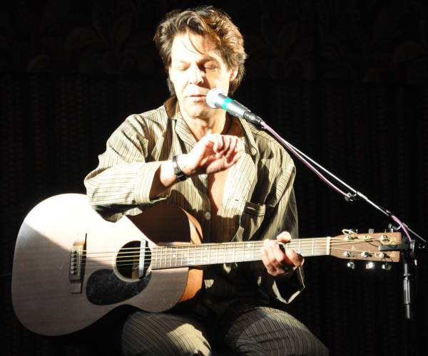 St Anthony Mills Apartments: Kasim Sulton Solo Gig At The Akron City Centre Hotel In